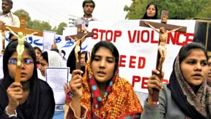 巴基斯坦示威者呼籲停止暴力。(圖:網絡圖片)