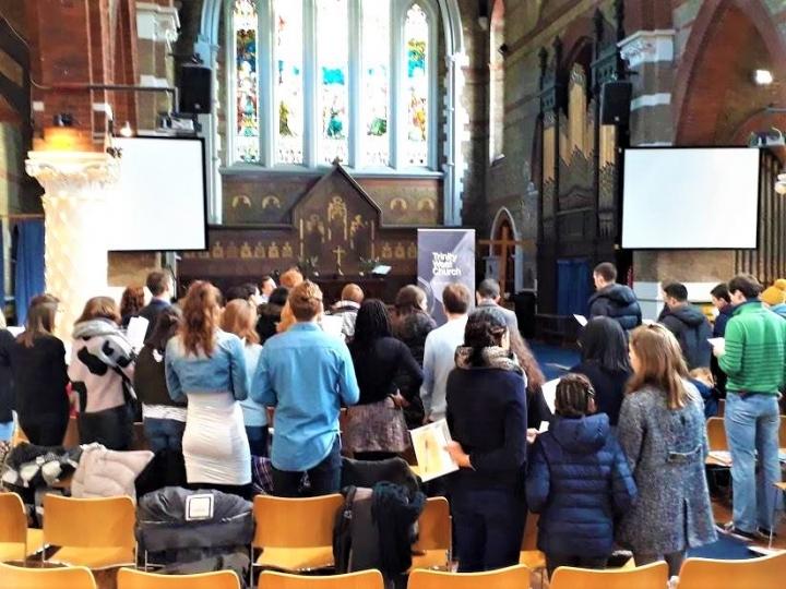 倫敦三位一體西教會信徒聚會。(圖:Trinity West Church facebook)