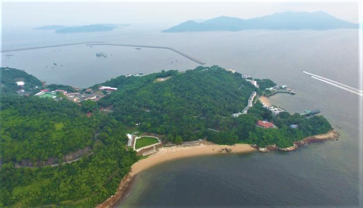 「明日大嶼」計劃發展東大嶼人工島。(圖:google map)