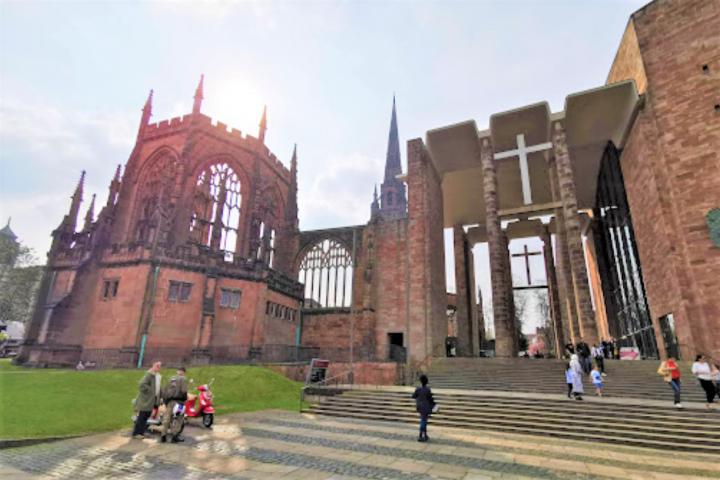 考文垂聖米迦勒座堂為遊人參觀熱門景點。(圖:google map)