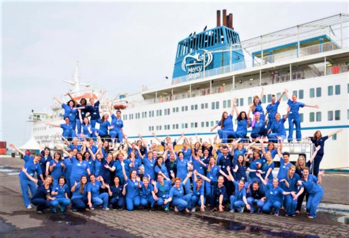 Mercy Ships醫療團隊及船員。 (圖: Mercy Ships 網)