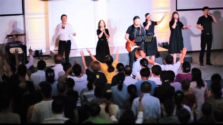 武漢下上堂基督教會聚會情況。(圖:武漢下上堂基督教會視頻擷圖)