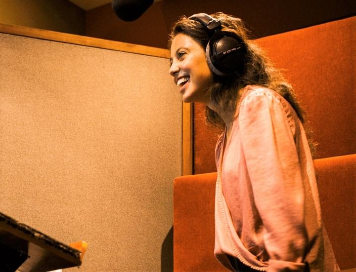 配音員為英文劇場版有聲聖經錄音。(圖:AUDIO Bible super production facebook)