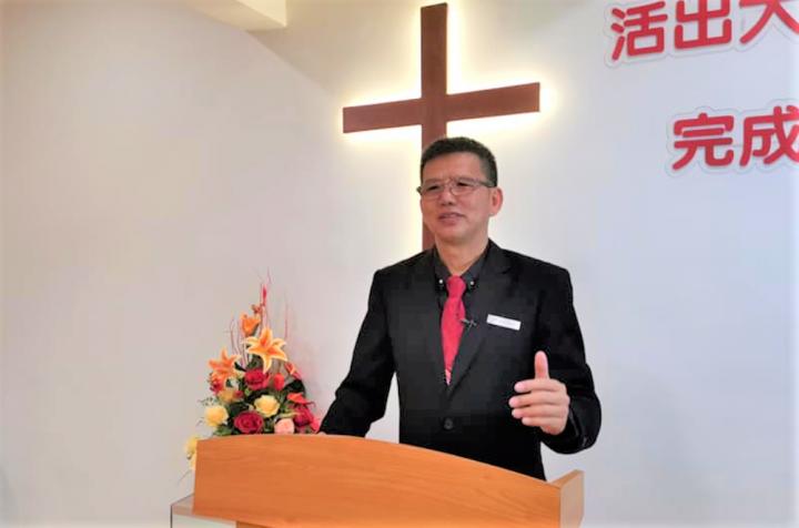 章厚詩牧師在教會證道。(圖:居鑾恩福基督浸信會)