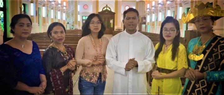 宗教領袖們齊讀禱文。(圖:亞太移民特派團視頻擷圖)