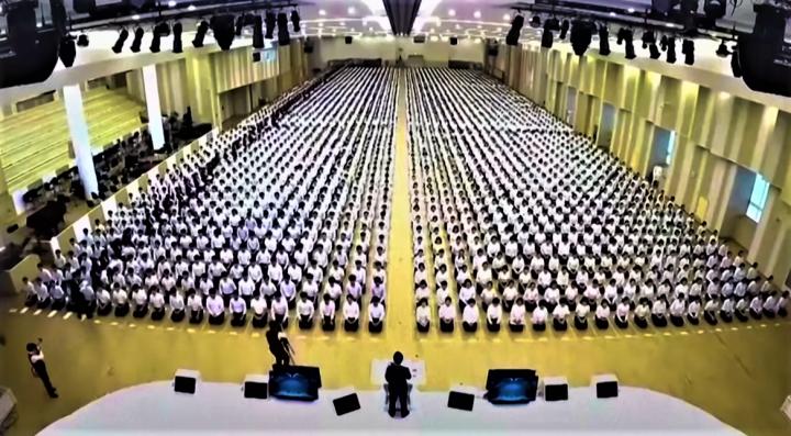 韓國異端新天地在全國有21萬5千信徒。(圖:South China Morning Post 視頻擷圖)