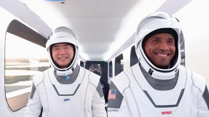 維克多·格洛弗[右]乘搭SpaceX 太空船到國際空間站。(圖:SpaceX facebook )
