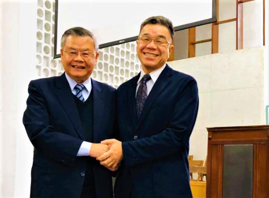 譚國才牧師[右]與蔡瑞益校長[左](圖:台灣浸信會神學院臉書)