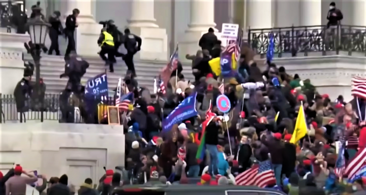 川普支持者衝入國會。(圖:BBC視頻擷圖)