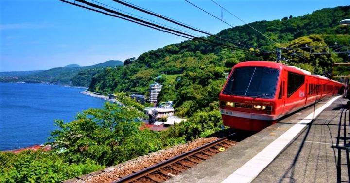 日本伊豆急行線欣賞海濱鐵道風景。(圖: triplisher.com)