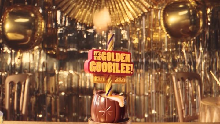 吉百利推出的糖心巧克力蛋廣告出現同性戀場面。(圖:YouTube擷圖)