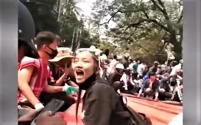 緬甸示威者。(圖:視頻擷圖)