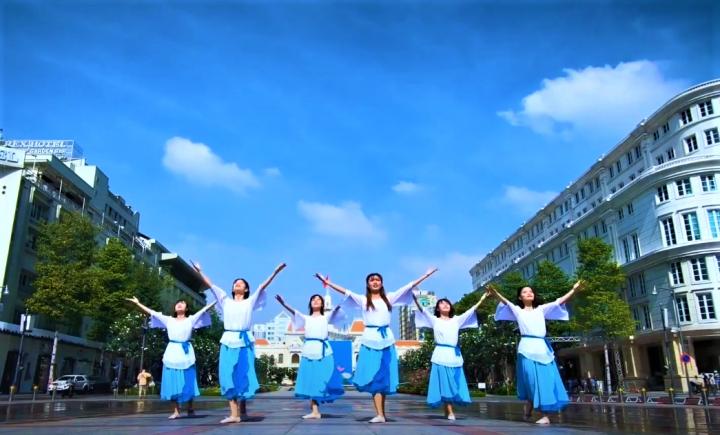 來自越南的舞蹈隊在大道表演。(圖:Global Worship Malaysia視頻擷圖 )