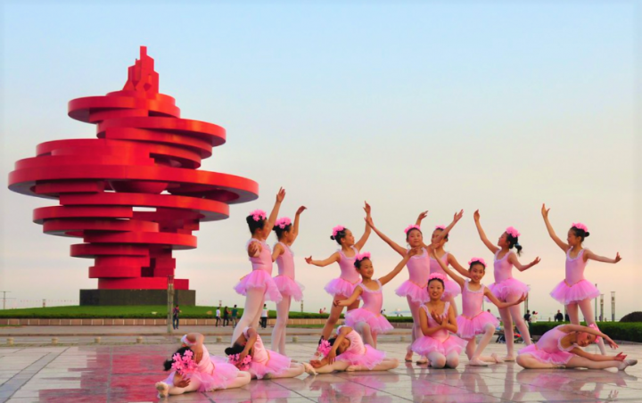小芭蕾舞團在紀念五四運動的五四廣場表演。(圖:flickr)
