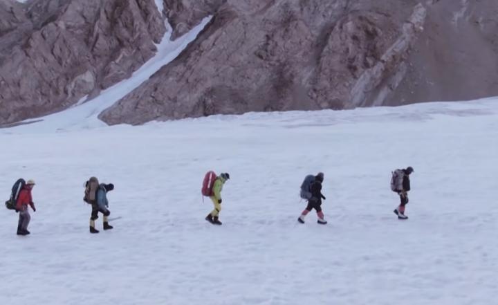 珠穆朗瑪峰登山隊。(圖:youtube 擷圖)