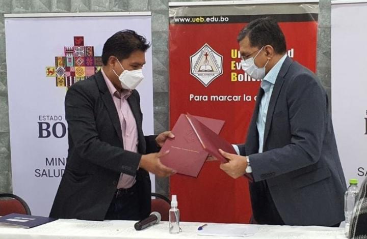 玻利維亞聖塔克魯茲大學與衛生部簽署協議。(圖:聖塔克魯茲大學臉書)