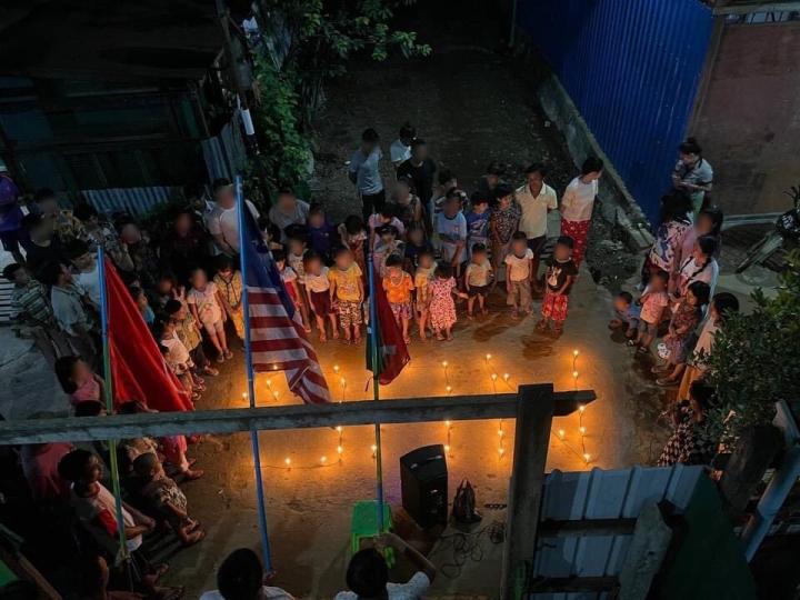 在帕敢的AyemyaThaya 舉行燭光夜罷工。(圖:twitter)