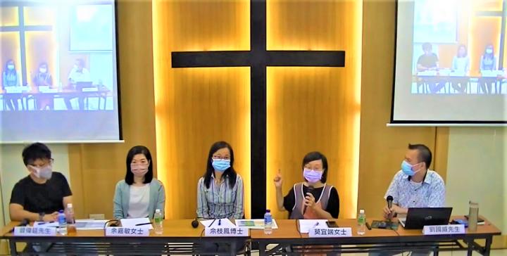 莫宜端[右二]指出,牧養者與被牧養焦點是讓人更加明白耶穌。(圖:YouTube視頻擷圖)