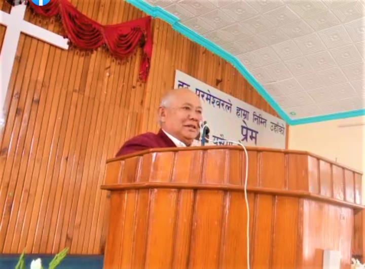 尼泊爾牧師Amber Thapa生前在教會講道。(圖: Stuti Prashansa Church facebook)