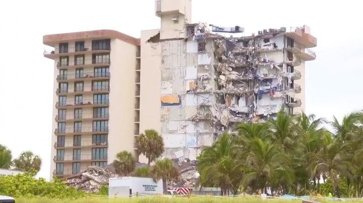 尚普蘭海濱公寓部分倒塌。(圖:視頻擷圖)