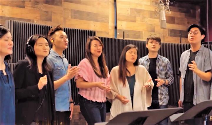 跨教會成員唱詩歌送溫暖。(圖:視頻擷圖)