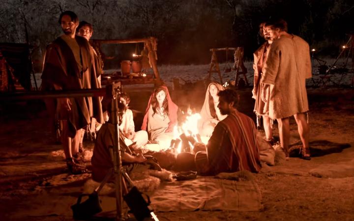 《上帝所揀選的人》拍攝耶穌跟隨者之間的對話。(圖:YouTube 擷圖)