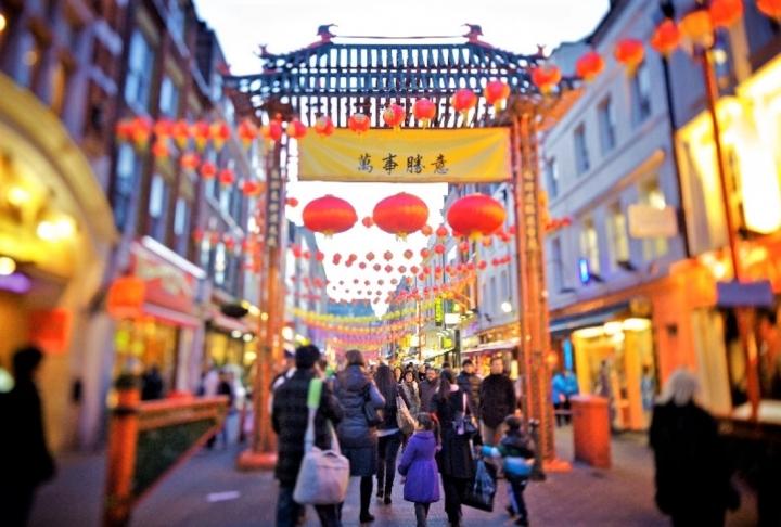 倫敦唐人區爵祿街。(圖:維基百科)