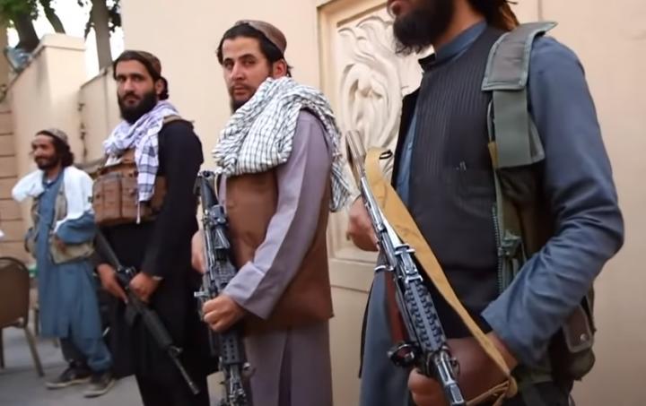 塔利班武裝分子。(圖:ABC News視頻擷圖)
