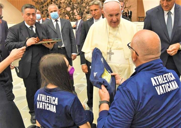 教宗接見梵蒂岡運動員。(圖:梵蒂岡新聞網)