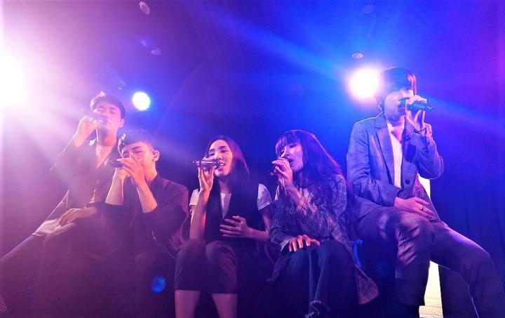 阿卡貝拉樂團演唱《尋人啟事》。(圖:維基百科)