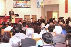 天道大學學院/神學院2006年華人畢業生差遣典禮上,戴繼宗牧師分享信息,講解了列王記上神如何預備以利亞以致合為所用。 <br/>