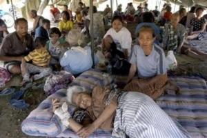 救世軍印尼緊急援助主任Dina Ismael表示,日惹市的情況仍未穩定,因爲不少人害怕有另一次的海嘯發生,不敢返回家園。(Photo: AP/Bayu Adi) <br/>
