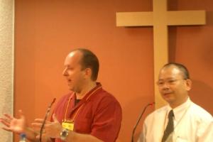 美國馬鞍峰教會資深牧者惠特牧師強調教會要有改變的勇氣。﹙圖:基督新報/Chris Chan) <br/>