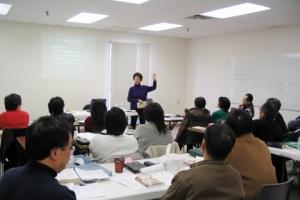 恩福去年6月正式在多倫多開始海外中國大陸群體事奉訓練課程。圖為2006年3月「教會中的輔導」上課情況。 <br/>