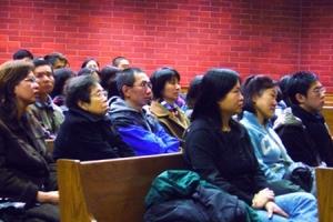 不論是弟兄姊妹的見證,還是中信中心總幹事江錦培牧師的講道、詩歌和分享,都非常感人,讓在座參加者熱痊梐窗C(圖:基督新報/Carol U) <br/>