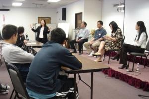 5月6日台福神學院的「1.5代基督徒裝備與事奉研討會」上,1.5代的弟兄姊妹共聚並分享如何更好發揮其跨文化背景優勢,為教會事奉。(圖:台福神學院) <br/>