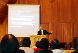 本週一的大溫哥華地區教牧同工會請來Bob Kuhn律師爲各位同工主講「隱私法,對教會及信徒的影響」。(圖:基督新報/Alice Yao) <br/>