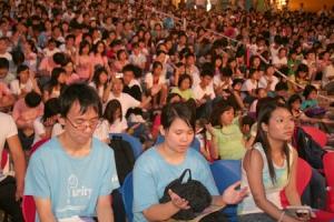 校長、老師、教牧、家長、大學生、中學生和小學生各代表,一起為全香港的青少年人嘉冕禱告。  <br/>