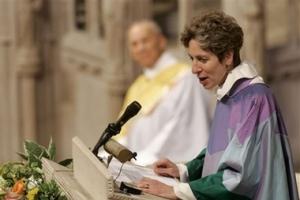 斯科利正式就任美國聖公會總主教,媒體認為她將花更多精力於教內的矛盾上。(圖:美聯社/ Haraz N. Ghanbari)   <br/>