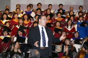 崇拜詩班由指揮温哥華林思齊聖詩會的音樂總監曾浩斌和90人的聯合詩班及管絃樂隊組成,他們帶領會衆以詩歌敬拜讚美神。 <br/>