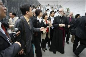 英國聖公會坎特伯雷大主教於23日在北京朝陽教會主持早禮拜。(圖:新法社) <br/>