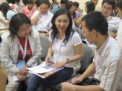 工作坊中分組討論,來自五湖四海的與會者更多了解各地的實況。(圖:本報記者) <br/>