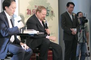 華理克牧師最後感謝各界對「祝福香港」送書行動的關心,並特別為香港的傳媒禱告。(圖:基督新報/ Hudson Tsuei) <br/>