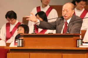 唐崇明牧師講道尖銳,直接指出很多基督徒弊處,使會衆都警醒過來,復興他們的靈性。(圖:基督新報/ Hudson Tsuei) <br/>
