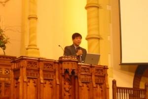 趙錦德牧師講述『敬拜』的真正意義。 (圖為本報記者) <br/>