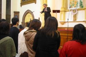 二十多位走到了臺前領受祝福。 <br/>