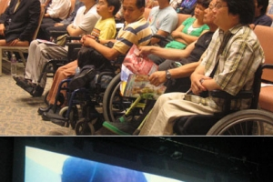 上:會上約260位教牧和教師出席,並有不少傷健人士,他們都表示非常的感動。下:影片播放。(圖:基督新報/Carol U) <br/>