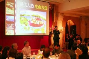 影音使團總幹事袁文輝在異象分享晚宴上,介紹「現代人方舟」宣教計劃。  <br/>
