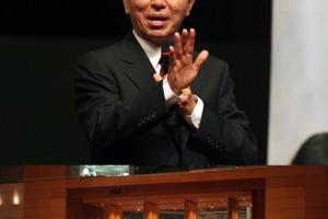 蔡元雲醫生向在場聽衆分享了自己的親身見證,並用聖經的話呼召:耶穌說,若不藉著我,沒有人能到父那裏去。 <br/>