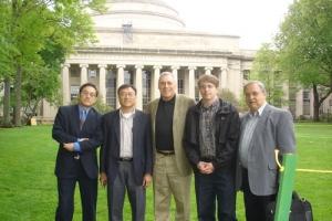 圖為顧奇偉牧師(左)與美南浸信會全國聯會及波士頓區聯會部分核心同工的合影。(圖:顧奇偉牧師提供) <br/>